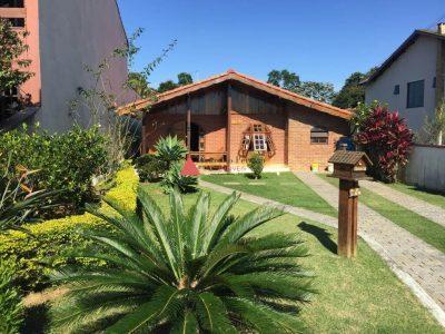 Casa Aruã Alvenaria e Madeira
