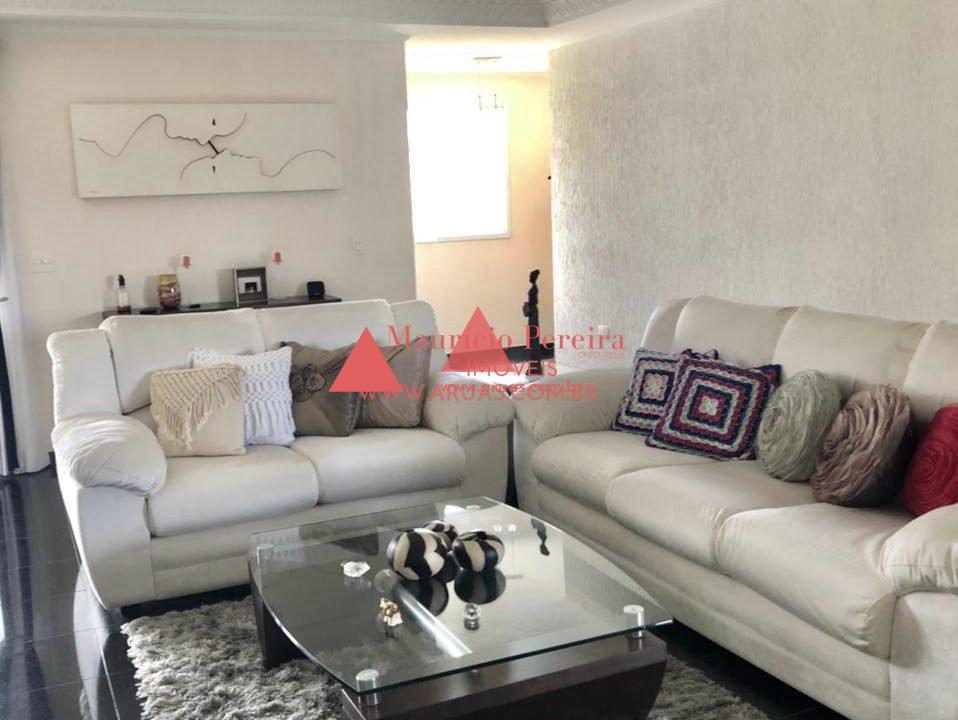 Casa no Condomínio Aruã com Pomar