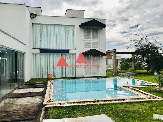 Casa com Terreno de 850 m²
