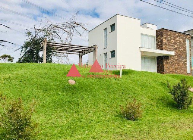 Linda Casa com Terreno 850 m²