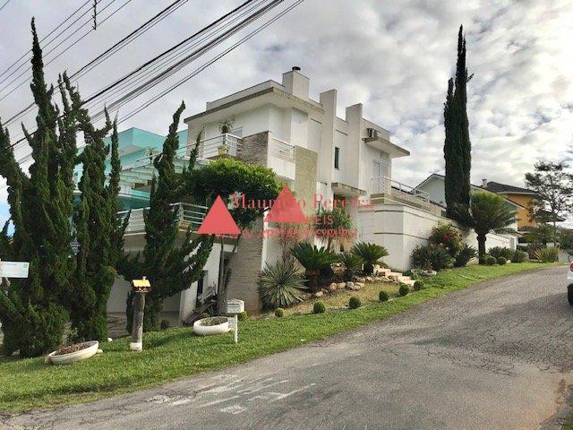 Casa no Aruã Próxima ao Lago